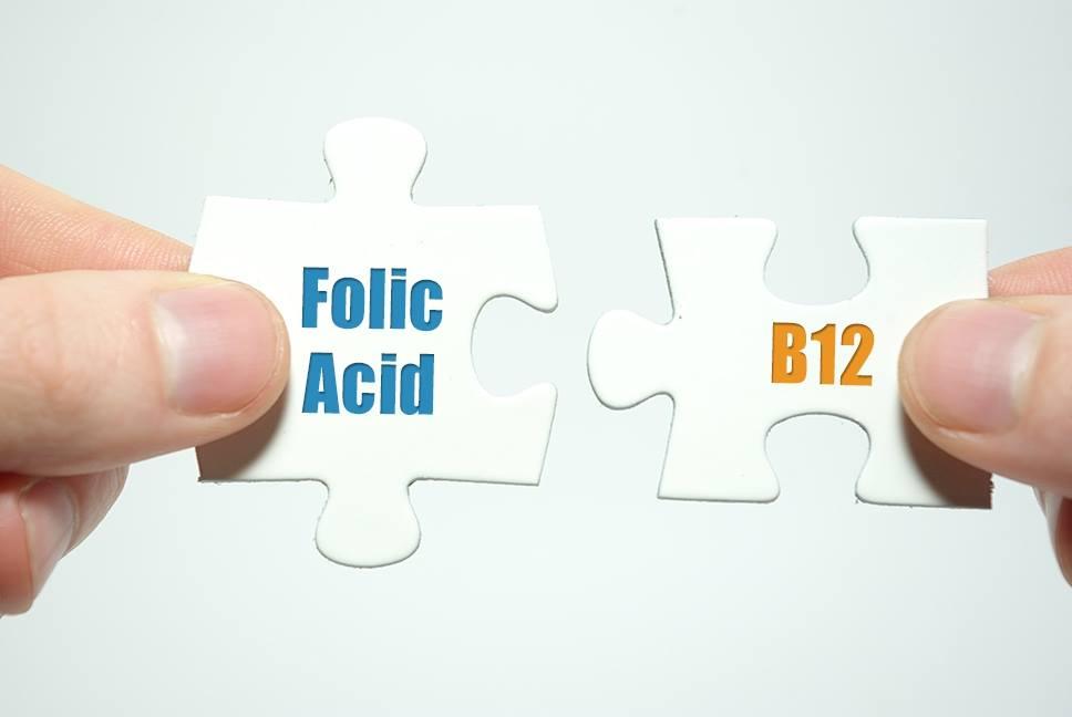 חשוב לשלב בין B12 לחומצה פולית